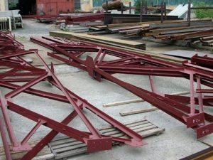 Красная металлоконструкция