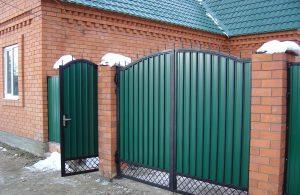 Зеленые ворота в Луганске